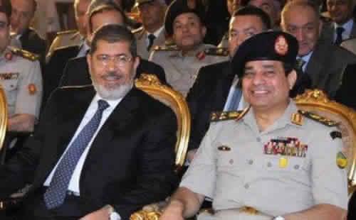 النيابة العامة المصرية: مرسي سقط مغشيا عليه أثناء وجوده في قفص الاتهام ووصل إلى المستشفى متوفيا