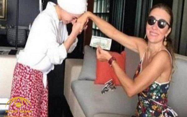 زوجة وزير بالعدالة والتنمية تطلب من خادمتها تقبيل يدها