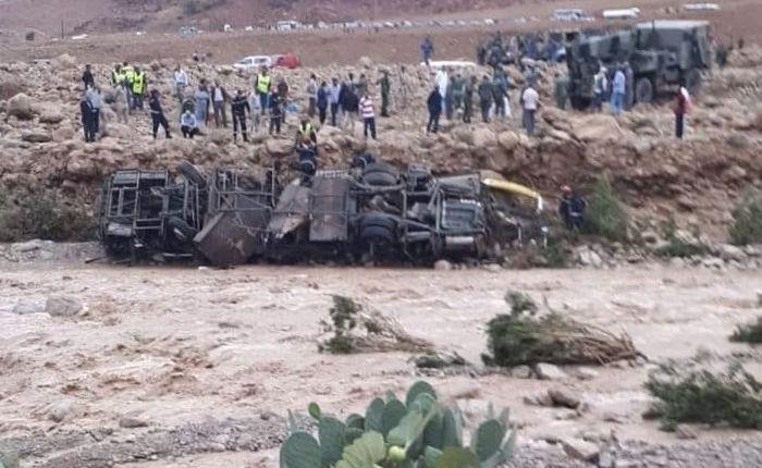 """6 قتلى في انقلاب حافلة لنقل المسافرين جراء فيضان """"واد دمشان"""" بإقليم الرشيدية"""