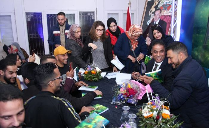 """الروائي محمد الشمسي يوقع """"الضريح"""" في مسرح مولاي رشيد"""