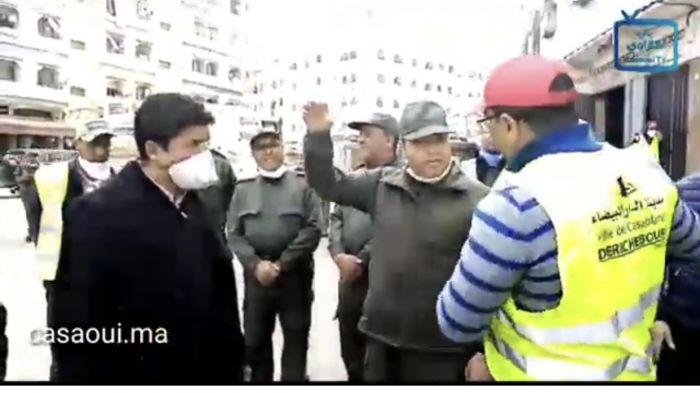 بالفيديو:عامل بن امسيك يشرف على تعقيم شارع ادريس الحارثي
