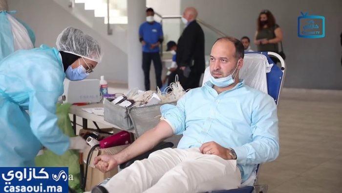 """يالفيديو : مستخدمو مجمع """"كازا نيرشور"""" بالدار البيضاء يقبلون على التبرع بالدم"""