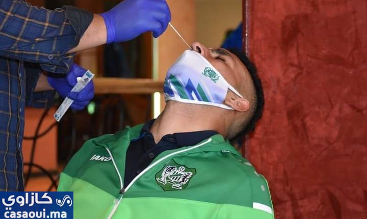 لاعبو الدفاع الجديدي يجرون مسحة طبية قبل مواجهة الجيش