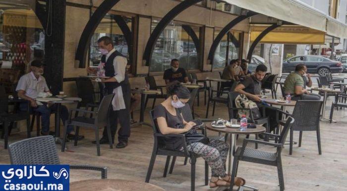 أرباب المقاهي يطالبون الحكومة بالتراجع عن قرار الإغلاق الليلي