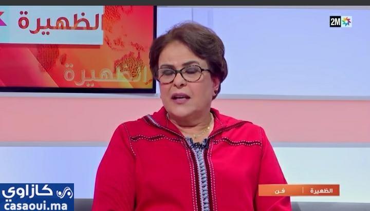 خديجة أسد تغالب دموعها أثناء ظهورها في نشرة القناة الثانية