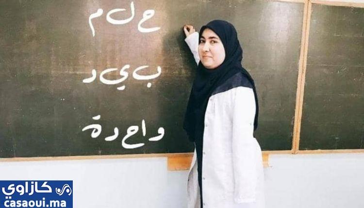 يد واحدة لا تصفق ولكنها تكتب!.. معلمة ببوسكورة تعانق الحياه بيد واحدة